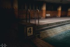 zamkniety-basen-9